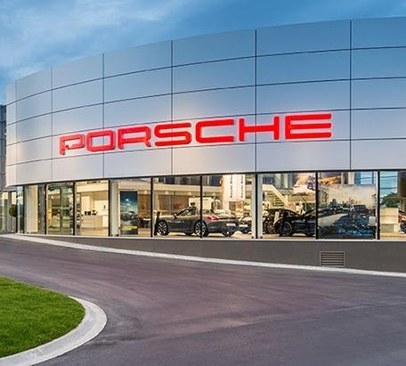 Porsche Automobilzentren Hamburg und München